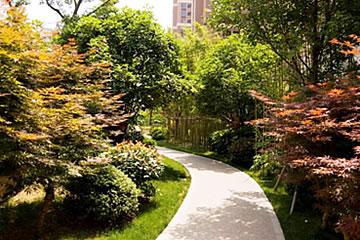 泛酒店式环境空间,探秘式游园感受 缇香景观采用欧式古典园林与自然