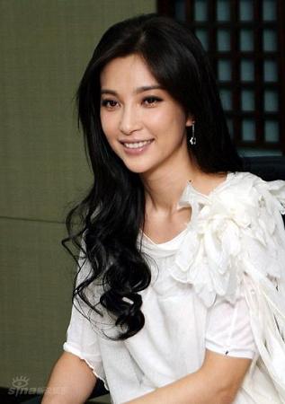 谁最有钱谁最漂亮 中国10大地产富豪的明星小