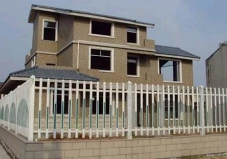 丁俊晖新家是一幢欧式风格的三层别墅,就位于高塍村主街背后五十米