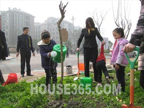"""华瑞湘湖美地社区""""我把绿色带回家""""植树活动"""
