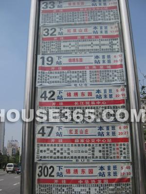33,42,19,47,302,32等多条公交线路贯穿,出行便捷通畅,徒步即可到博物