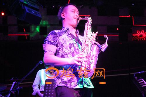 [专访]芜湖星光红磨坊廖俊东:16年萨克斯风演奏畅享音乐世界