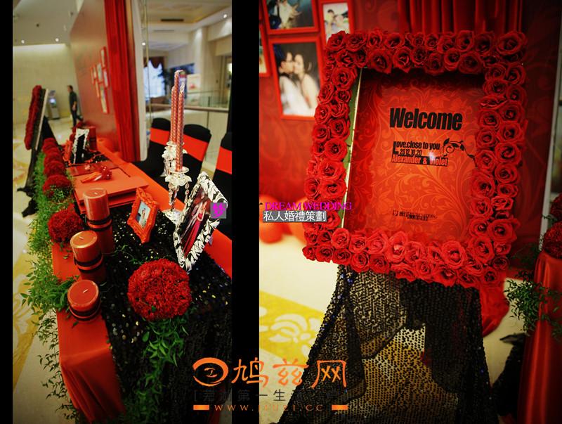 婚礼签到台 红色的桌布加上暗红色的鲜花,各种层次的红色元素--鸠兹图片