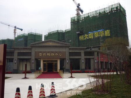 齐州路威海路站乘坐k167路,(或brt1路),经8站,在青岛路潍坊路站下车3.