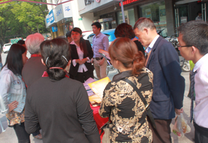 高清大图:365彩香新村社区行 现场登记购房需求25个