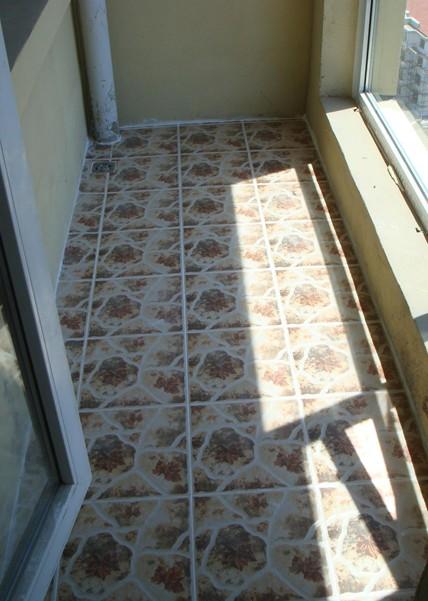 阳台地板砖效果图:花纹的地板砖铺贴,很耐脏哦
