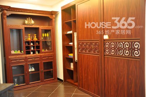 好莱客衣柜清新造型引领时尚风潮-365地产家居网