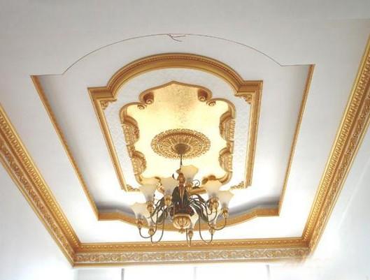 欧式吊顶装修效果图:比较奢华的灯饰装点