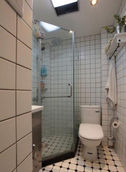 50平米二手房装修效果图:卫生间地方虽小,但是淋雨间确是不能少的高清图片