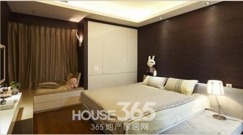 深棕色的卧室空间