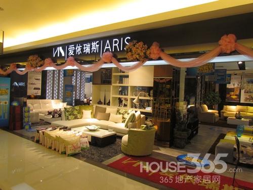 其家具产品以新古典欧式风格为主.