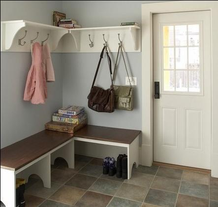 门厅鞋柜装修效果图:换鞋凳的下方空间正好用来做鞋柜,玄关的复古