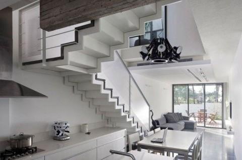 楼梯处的风景 小复式楼梯点亮空间