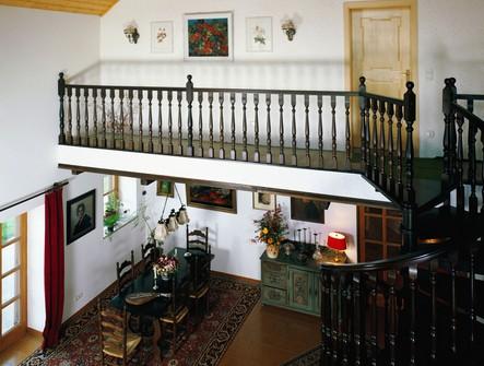 别墅室内装修效果图   旋转梯的设计让整体充满了古典唯美高清图片