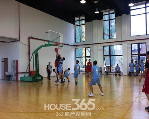 """""""激情球场,健康运动""""篮球赛热力开赛啦!"""