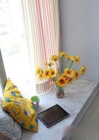 两室一厅装修设计图:休闲的窗台.一本书,一杯茶,足矣.
