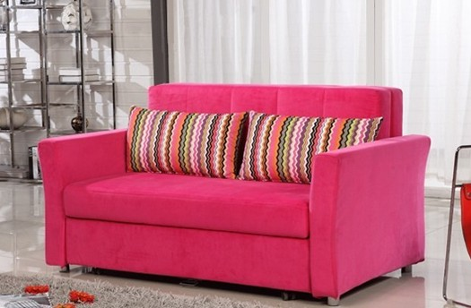 怎样清洗布艺沙发之方法一:用海绵,蘸专用清洁剂,在上面摩擦 这个是因为海绵摩擦会有静电,对去除污渍有帮助的,在一个就是海绵的吸水性很好,所以在蘸取清洁剂的时候能够尽量多的利用,大家可以试试,效果还很不错的。 怎样清洗布艺沙发之方法二:采用沙发或地毯专用清洁剂 用干净的白布蘸少量药剂,在布艺沙发脏处反复擦拭,直至去掉污渍,这个方法很常用,相信哟不少人也都是这样做的。 怎样清洗布艺沙发之方法三:以清水局部擦洗 这个方法主要用于布艺沙发比较脏时,通过上面两种方法都不太好解决了,如果可以拆布面的布艺沙发,我们就可