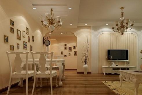 入户过道吊顶效果图:客厅吊顶简而言之就是客厅天花板的装修,客厅吊顶