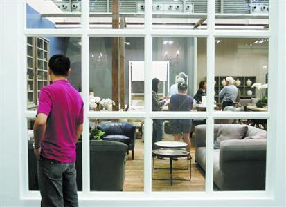 在贴有各种绿色环保标签的家具面前,消费者还须具备一双慧眼。