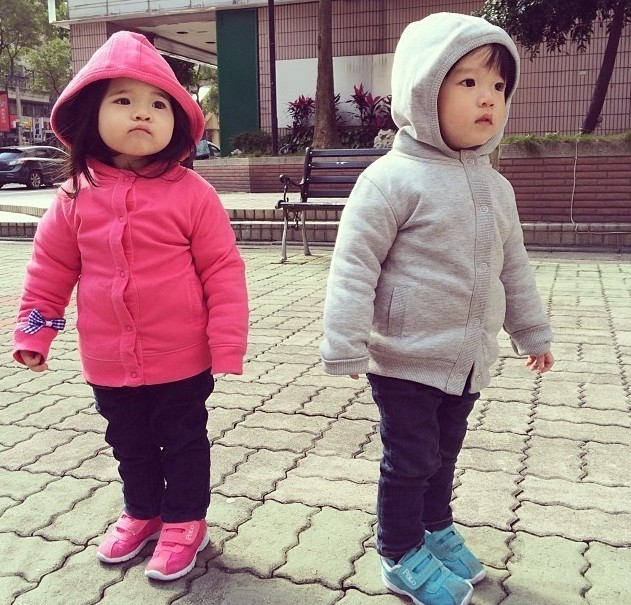 组图|龙凤胎宝贝超萌生活照爆火 网友打趣想生小孩