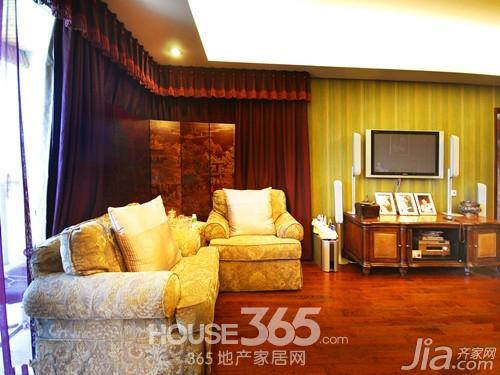 2)材质天然,木材、藤、竹成为东南亚室内装饰首选.饰品妩