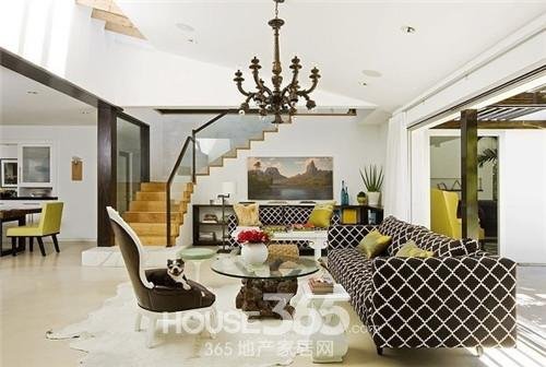 普通家庭客厅装修   此款客厅装修,沙发用黑白菱形格编织高清图片